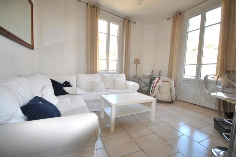 Location appartement Antibes 822€ CC - Photo 1