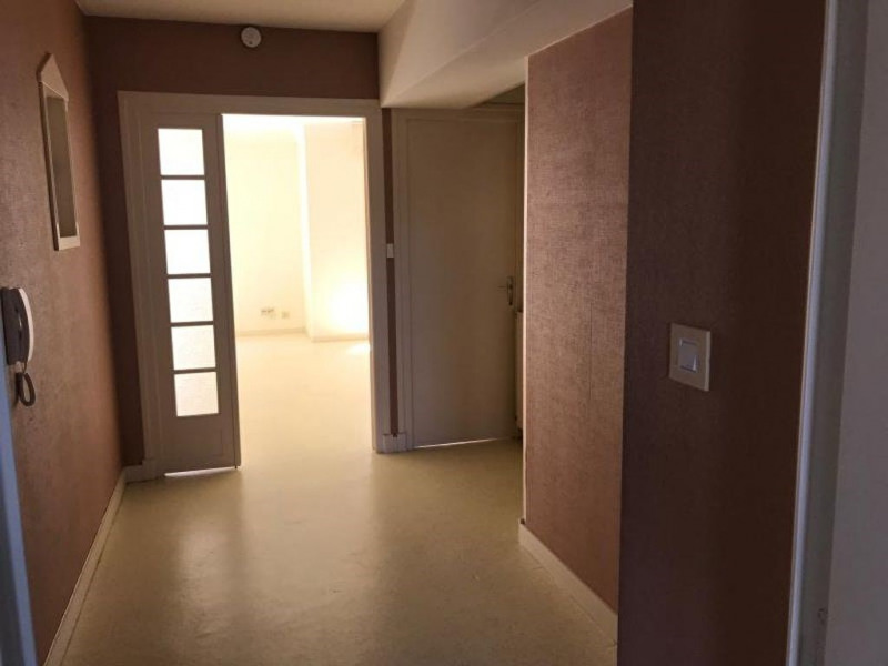 Rental apartment La roche sur yon 471,42€ CC - Picture 1