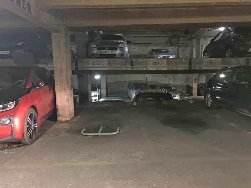 Location parking Paris 9ème 125€ CC - Photo 1
