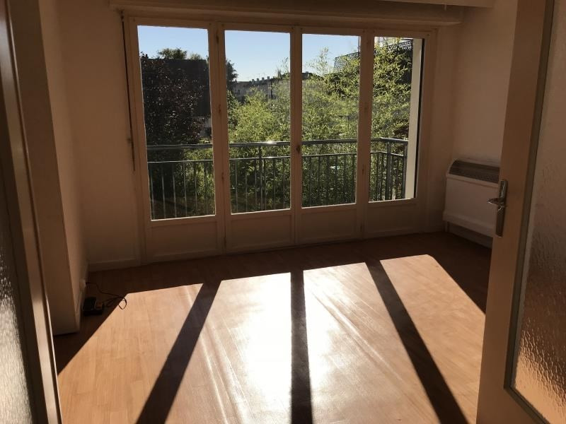 Rental apartment Villepreux 940€ CC - Picture 2