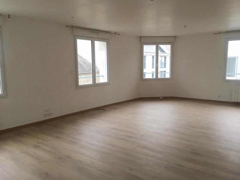 Rental office Fougeres 900€ HT/HC - Picture 1