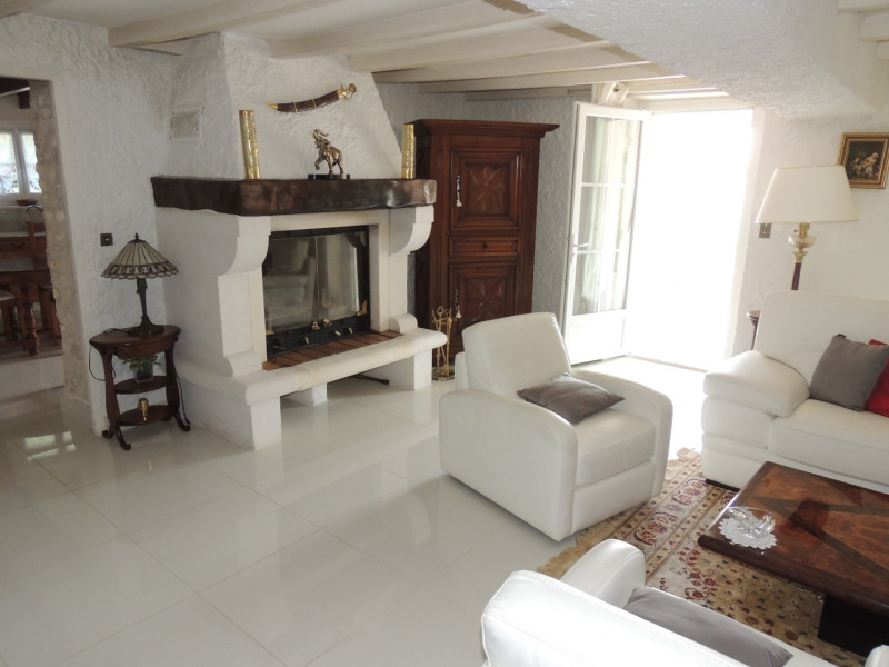 Vacation rental house / villa Saint romain de benet 3 980€ - Picture 4