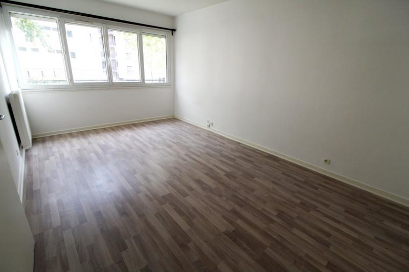 Rental apartment Maurepas 891€ CC - Picture 1