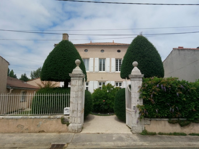 Investment property house / villa Tonnay charente 519000€ - Picture 3