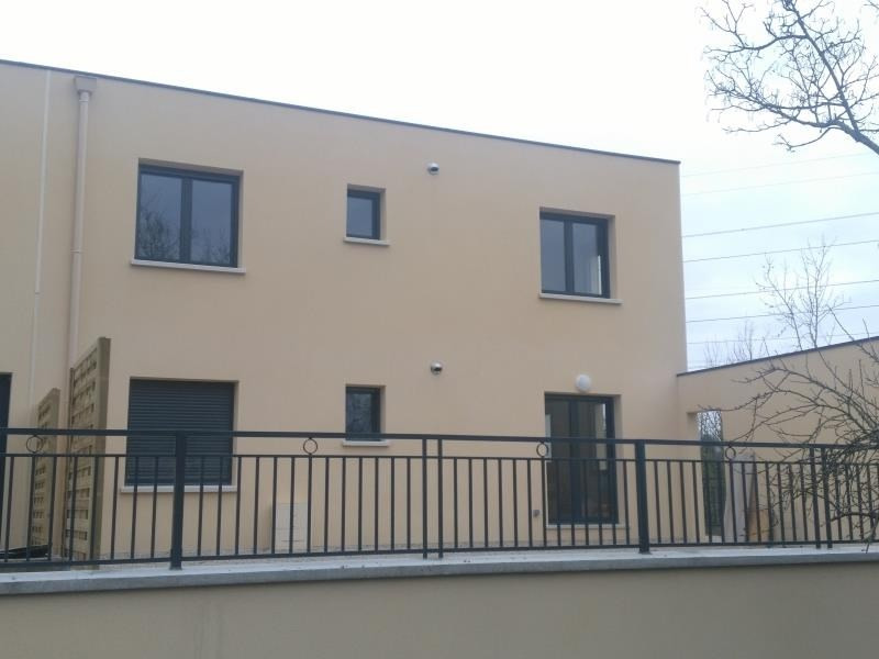 Rental apartment Osny 970€ CC - Picture 2