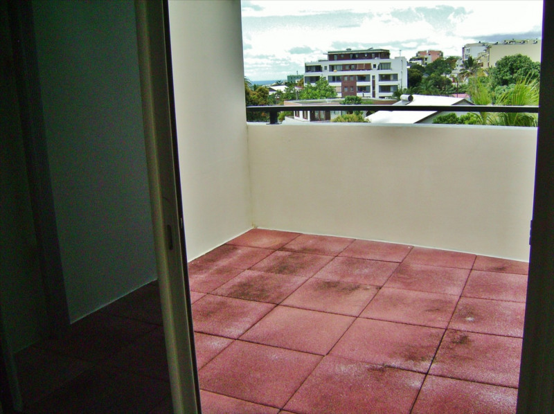 Rental apartment Sainte clotilde 810€ CC - Picture 3