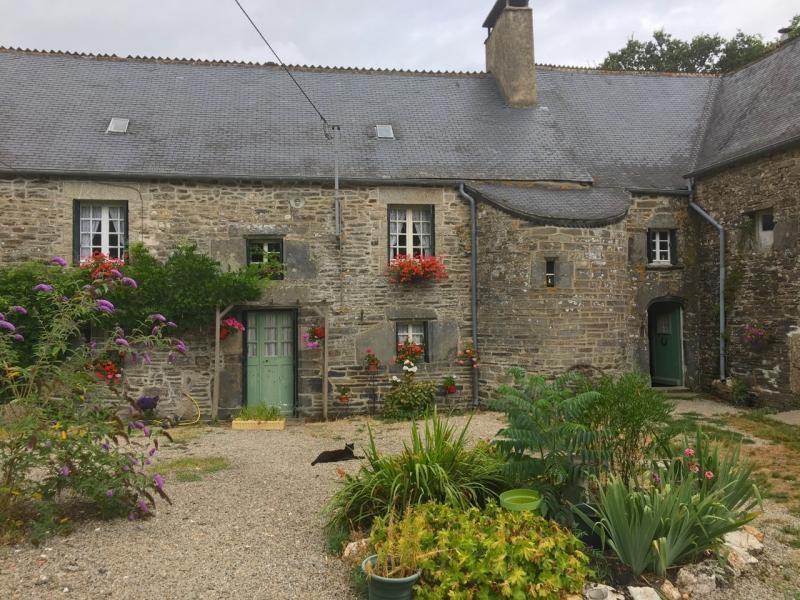 Sale house / villa St nicolas du pelem 180200€ - Picture 1