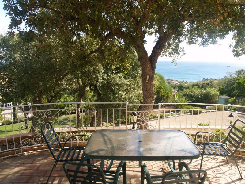 Location temporaire maison / villa Les issambres 2072€ CC - Photo 3