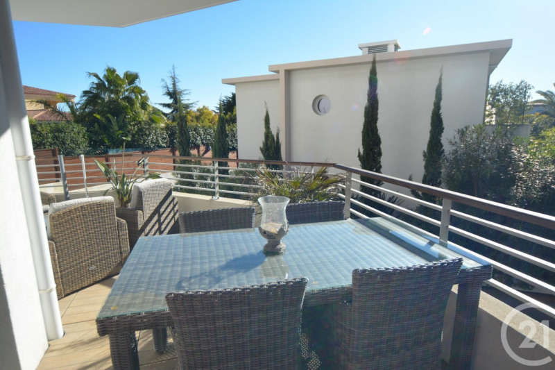 Sale apartment Juan les pins 384 000€ - Picture 2