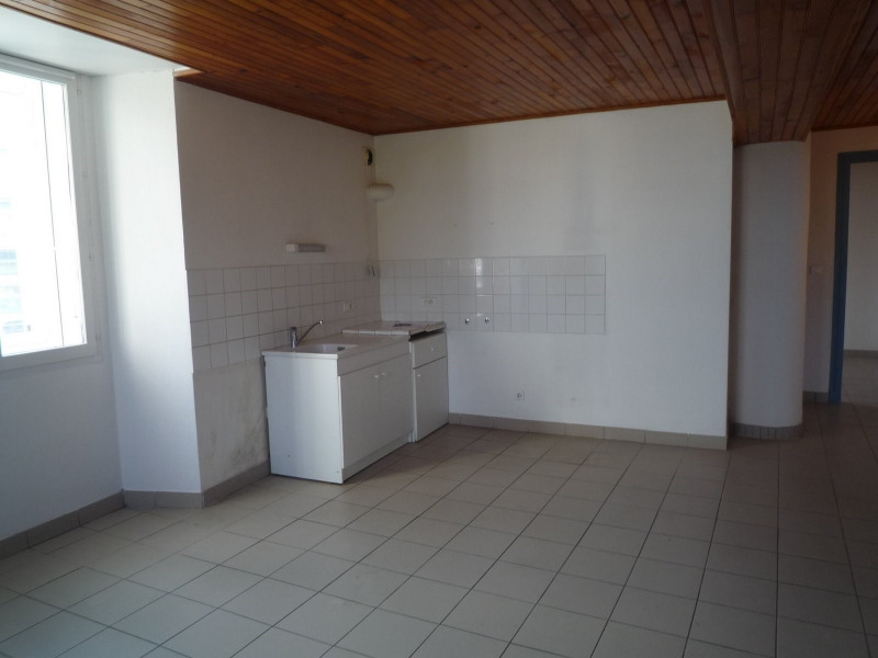 Rental apartment St agreve 430€ CC - Picture 1