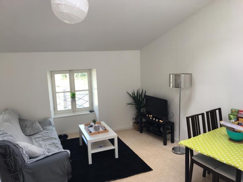 Rental apartment Laval 367€ CC - Picture 1
