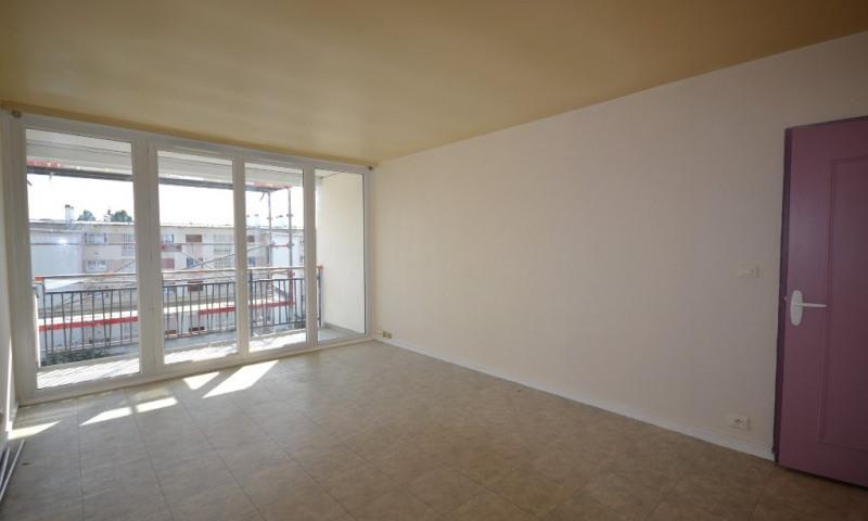 Rental apartment Les clayes sous bois 800€ CC - Picture 1