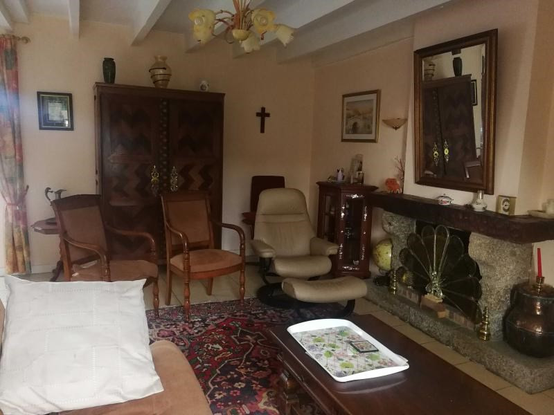 Sale house / villa Plounevez quintin 164100€ - Picture 3