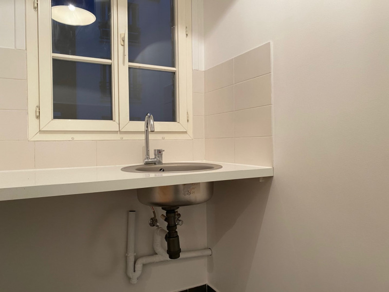 Location appartement Paris 15ème 747,85€ CC - Photo 3