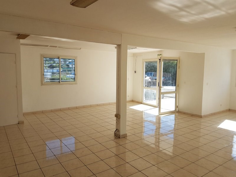 Location local commercial Le quatorzieme 1 050€ CC - Photo 2