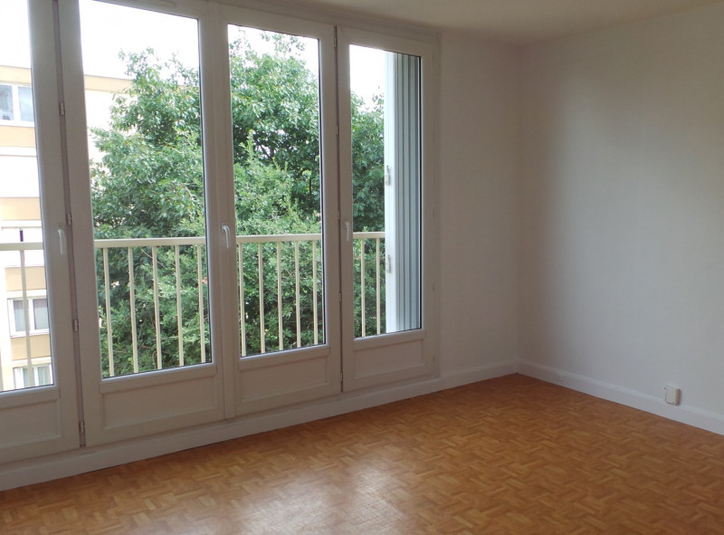 Location appartement Le plessis-trévise 895€ CC - Photo 3