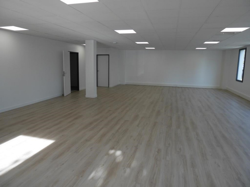 Rental office Croissy sur seine 4 083€ HC - Picture 3