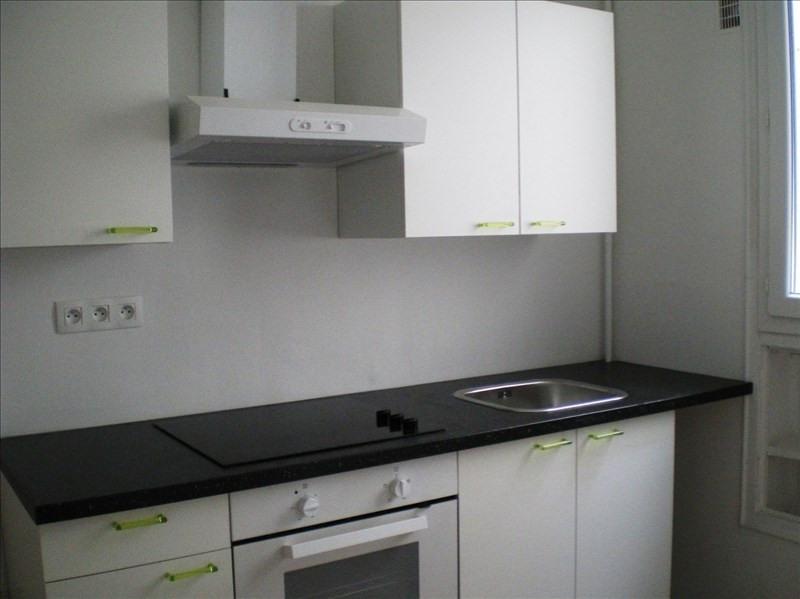 Rental apartment Paris 10ème 1203€ CC - Picture 2