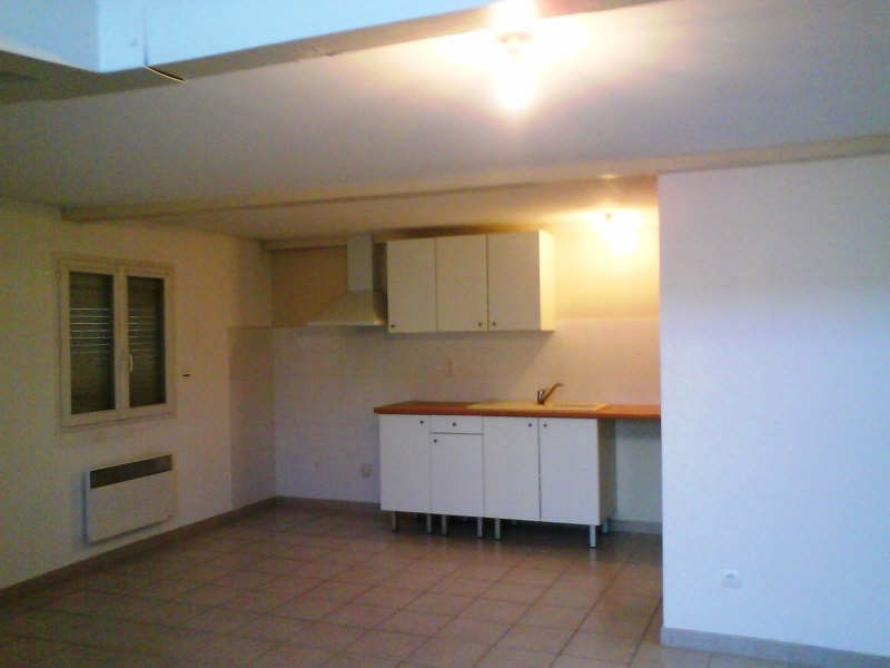 Rental apartment Vergeze 610€ CC - Picture 2