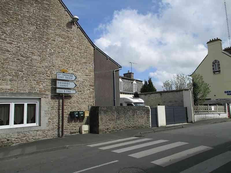 Sale house / villa St nicolas du pelem 130800€ - Picture 3