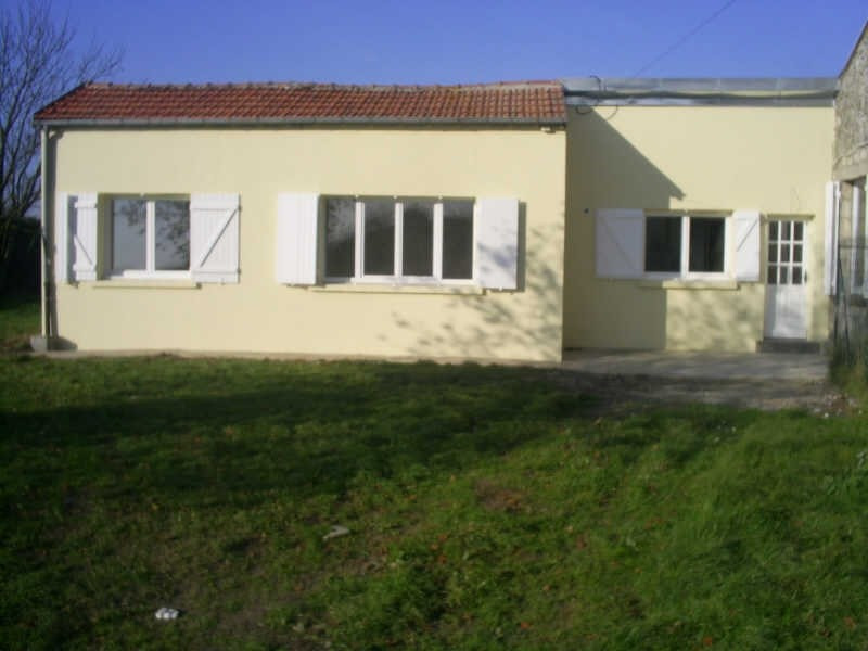 Rental house / villa Longpont 660€ CC - Picture 1