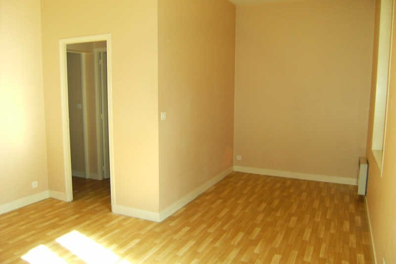 Location appartement Chatellerault 292€ CC - Photo 1