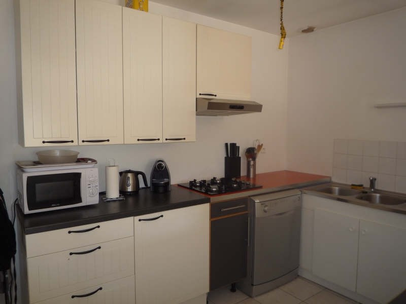 Rental apartment Lambesc 1042€ CC - Picture 3