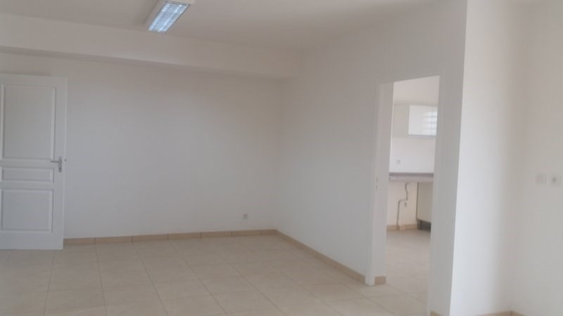 Location maison / villa St andre 930€ CC - Photo 4