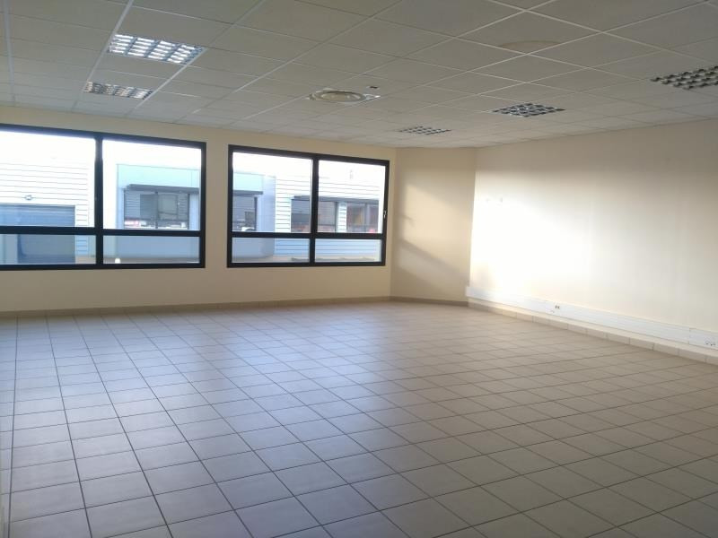 Location local commercial Ennery 2 600€ HT/HC - Photo 4
