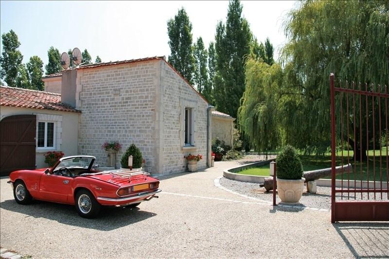 Sale house / villa Rochefort 522500€ - Picture 2