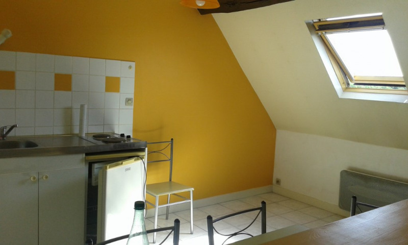 Rental apartment Chateau renault 350€ CC - Picture 1