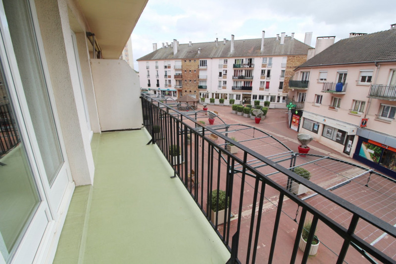 Rental apartment Maurepas 680€ CC - Picture 5