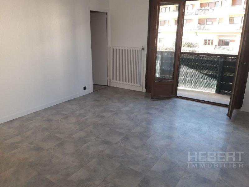Rental apartment Sallanches 960€ CC - Picture 2