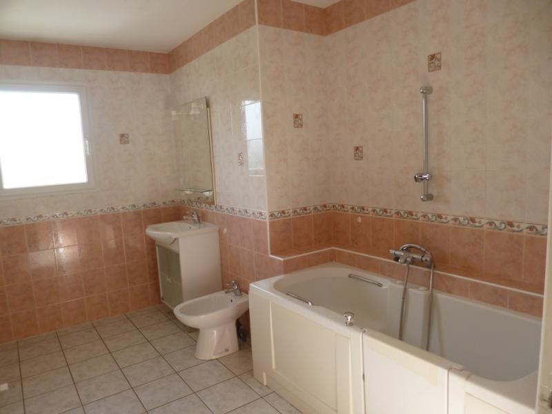 Location maison / villa Saint jean la bussiere 650€ CC - Photo 3