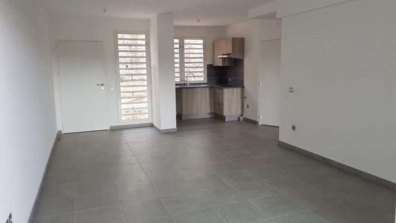 Location appartement St denis camelias 675€ CC - Photo 3