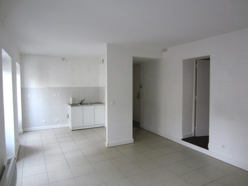 Location appartement Paris 18ème 1083€ CC - Photo 2