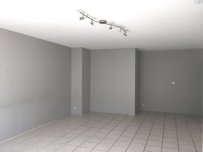 Location appartement Villefranche sur saone 858€ CC - Photo 2