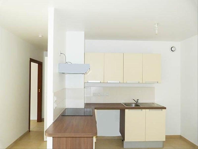 Rental apartment Noyant 355€ CC - Picture 1