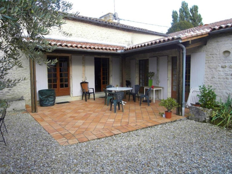 Rental house / villa Bourg charente 879€ CC - Picture 1