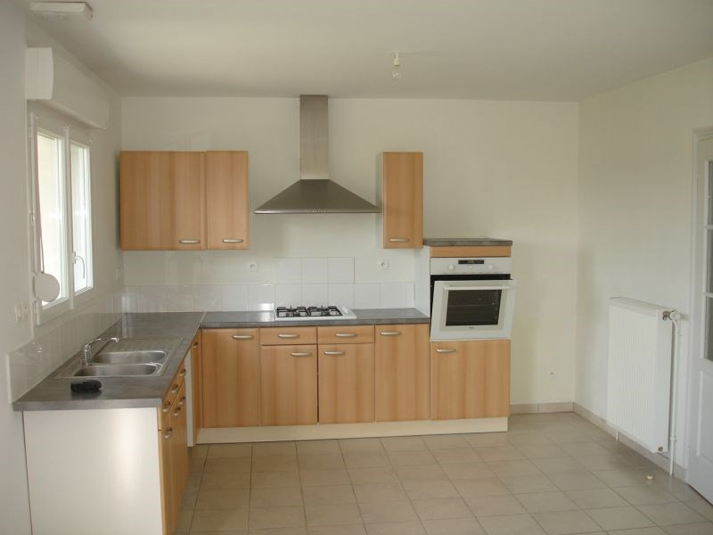 Location maison / villa Homblieres 845€ CC - Photo 3