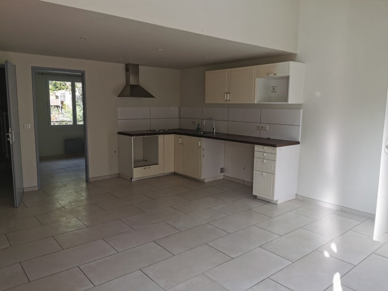 Location appartement Calas 950€ CC - Photo 2
