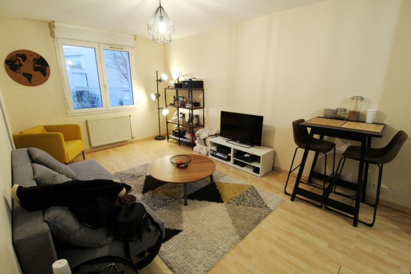 Rental apartment Montigny le bretonneux 895€ CC - Picture 2