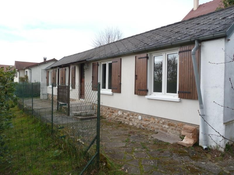 Rental house / villa Andresy 850€ CC - Picture 1