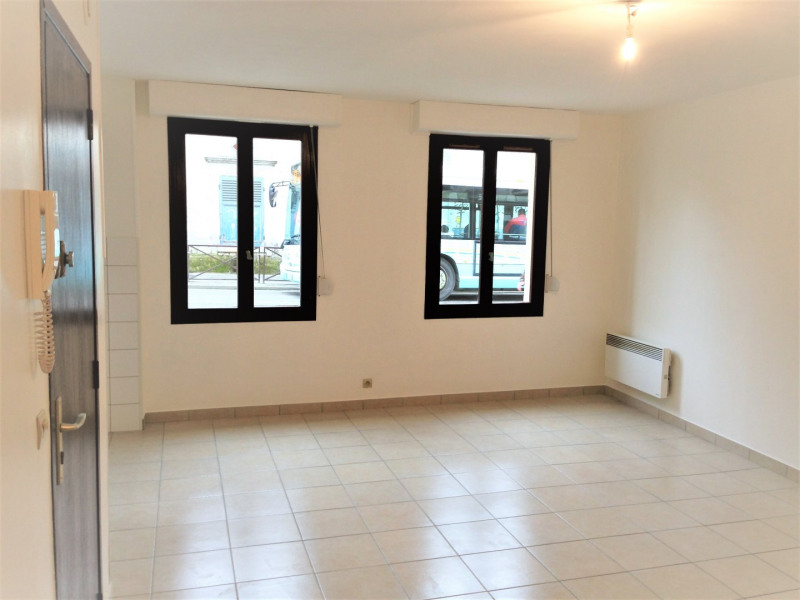Rental apartment Saint-ouen-l'aumône 615€ CC - Picture 2