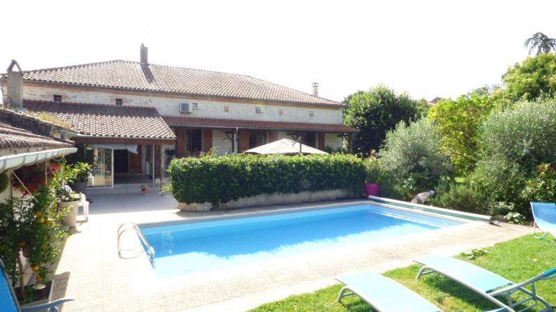 Agen sud - maison de village avec piscine et parc