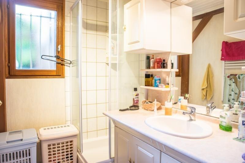 Sale house / villa Montfort l amaury 398000€ - Picture 9