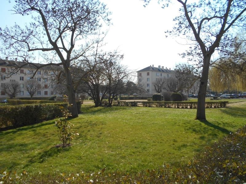 Sale apartment Le mesnil le roi 248000€ - Picture 1