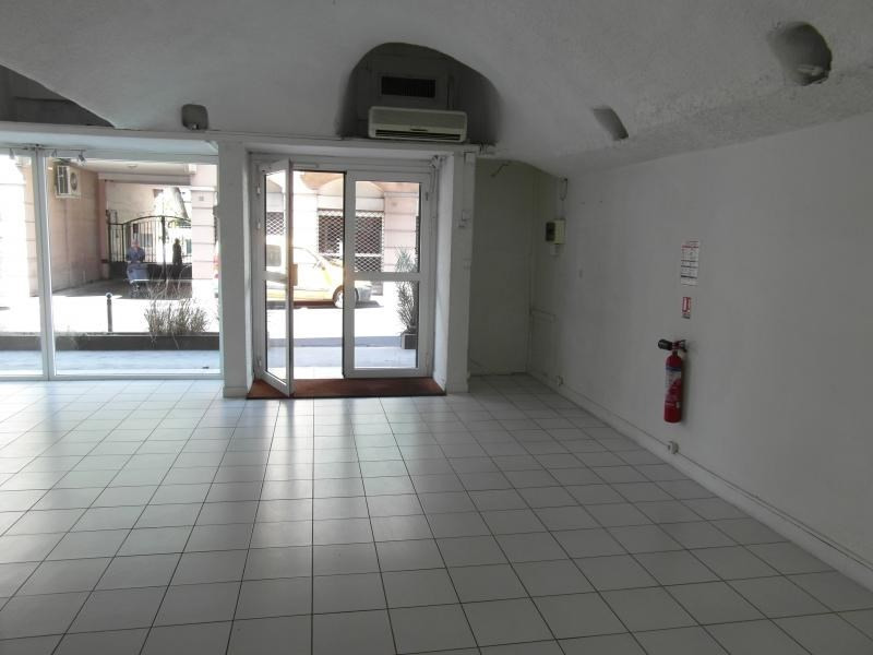 Location local commercial St denis 1 732€ HT/HC - Photo 5