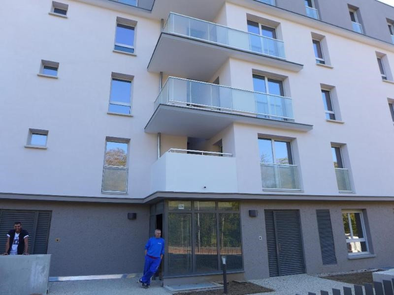 Rental apartment Bron 573€ CC - Picture 2