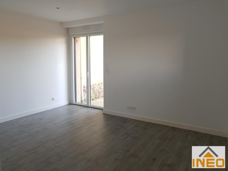 Location maison / villa La chapelle chaussee 1 200€ CC - Photo 3